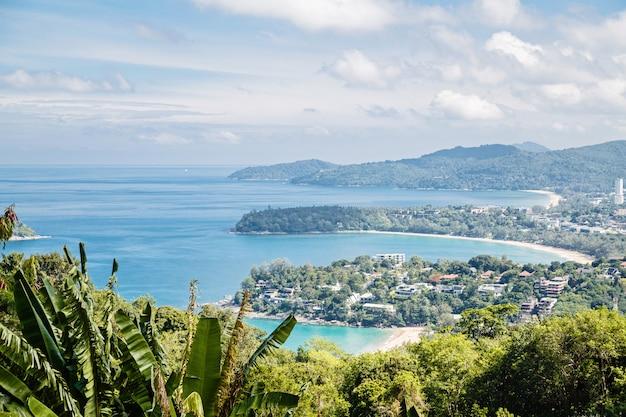Tropisches strandlandschaftspanorama. Premium Fotos