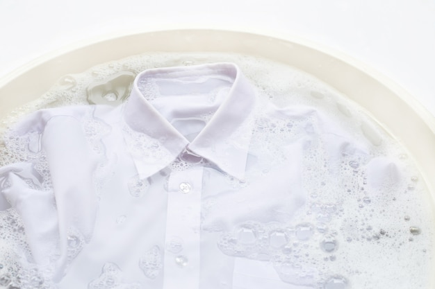 Tuch vor dem waschen einweichen Premium Fotos