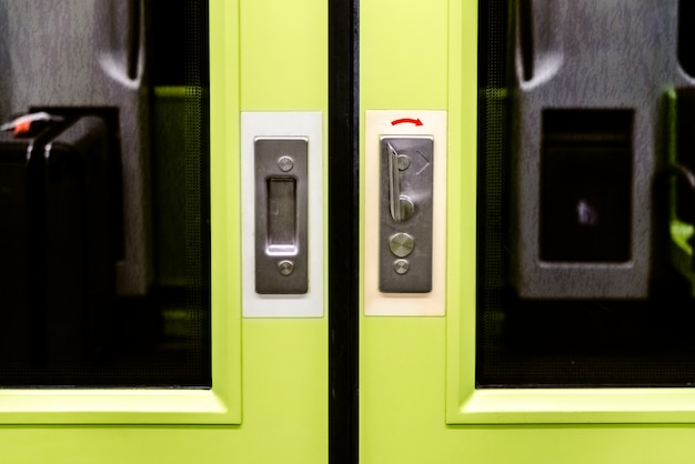 Türen eines u-bahnwagens. Premium Fotos