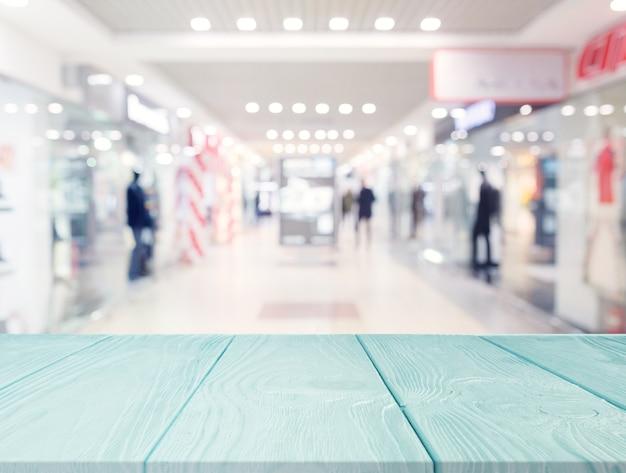 Türkis holztisch vor einkaufszentrum Kostenlose Fotos