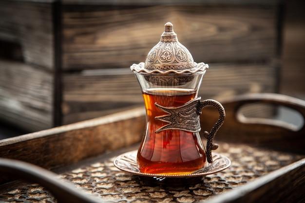 Türkischer tee in einem glas Premium Fotos