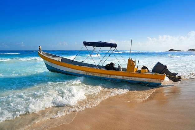 Tulum karibisches strandboot in riviera maya Premium Fotos