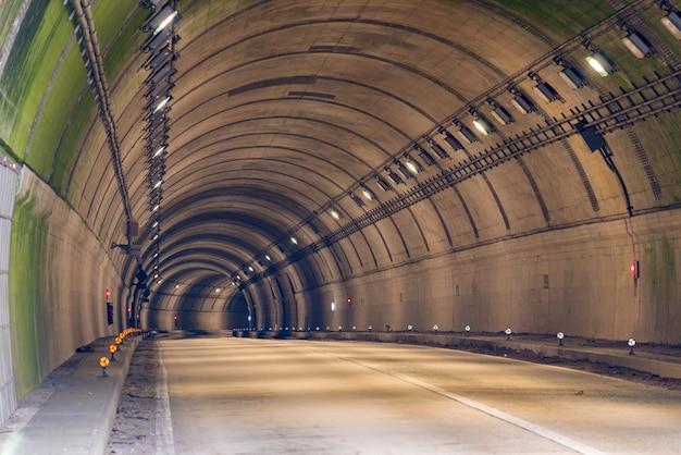 Tunnelstraße Premium Fotos