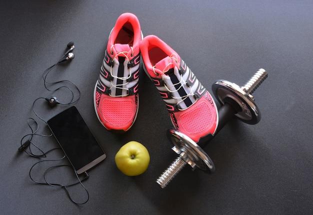 Turnschuhe, kleidung und accessoires für die fitness Premium Fotos