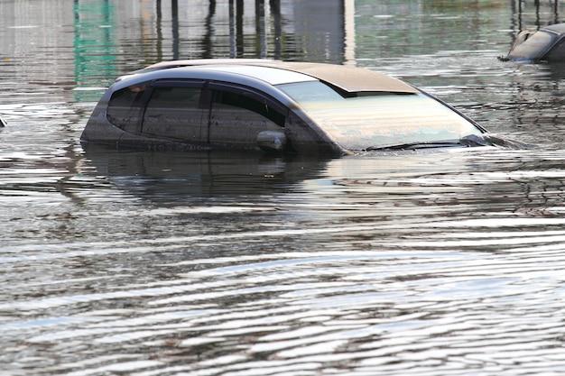 Überflutetes auto Premium Fotos