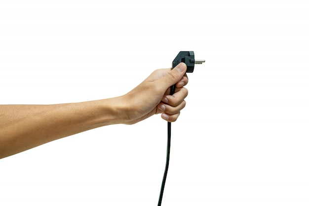 Übergeben sie das halten des elektrischen steckers lokalisiert von einem weißen hintergrund. Premium Fotos