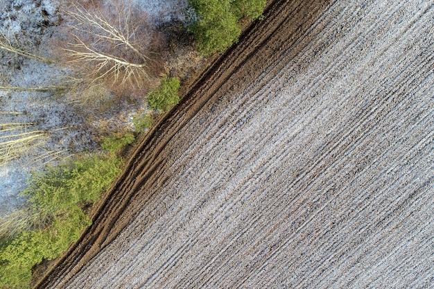 Überkopfaufnahme eines landwirtschaftlichen feldes in der landschaft Kostenlose Fotos