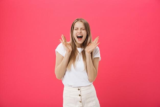 Überraschter jugendstudentenmädchen zeigen schockierenden ausdruck mit etwas Premium Fotos