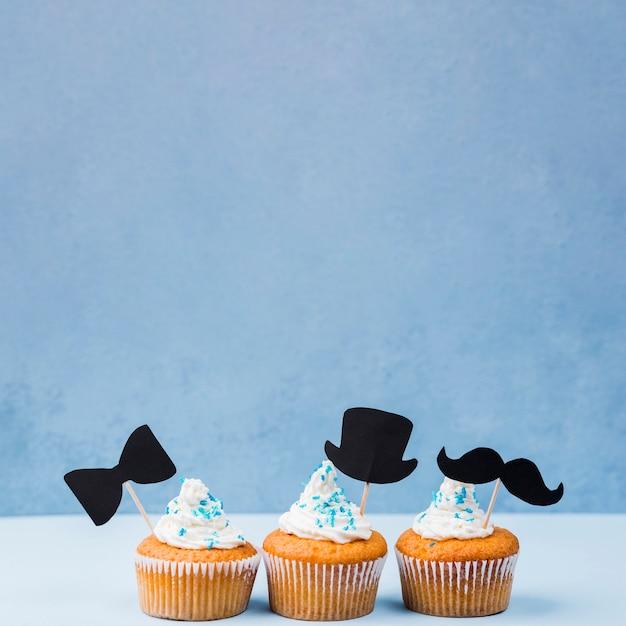 Überraschung für vatertag vorderansicht linie von cupcakes Kostenlose Fotos