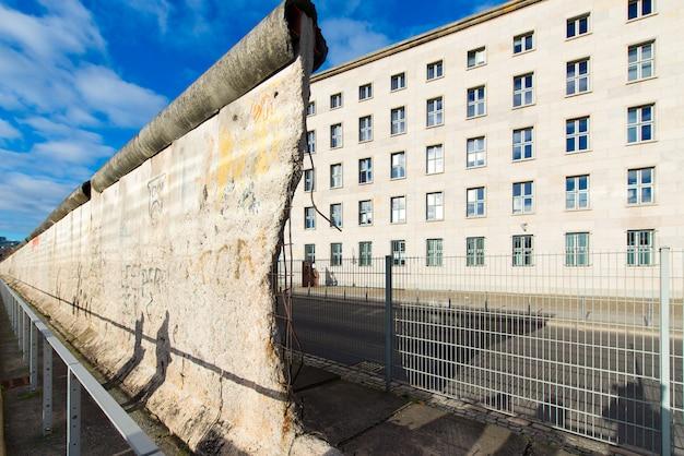 Überreste der berliner mauer Premium Fotos