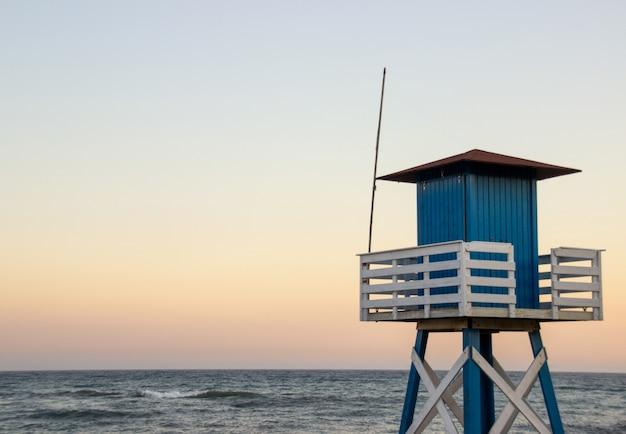 Überwachungshütte am strand Kostenlose Fotos