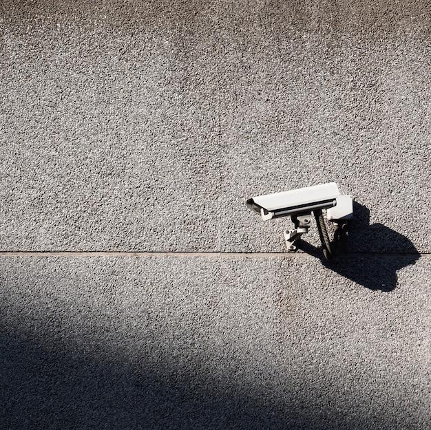 Überwachungskamera an der wand Premium Fotos