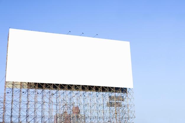 Unbelegte anschlagtafel betriebsbereit zur neuen reklameanzeige Premium Fotos