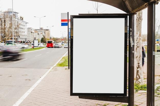 Unbelegte anschlagtafel mit exemplarplatz für inhalt Kostenlose Fotos