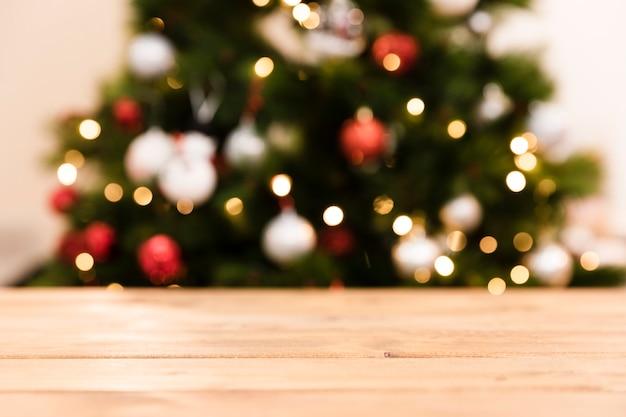 Undeutlicher weihnachtsbaum des niedrigen winkels Kostenlose Fotos