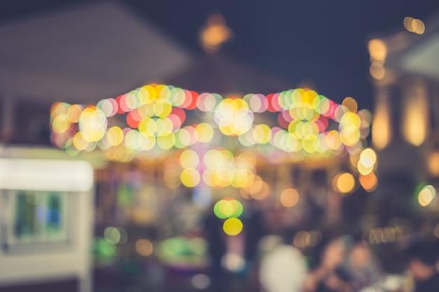 Unschärfe des lichts am karneval festival nacht markt hintergrund Premium Fotos