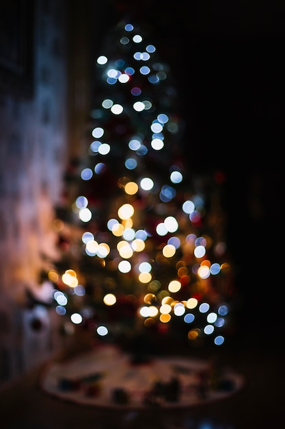 Unscharfe Lichter am Weihnachtsbaum | Download der kostenlosen Fotos