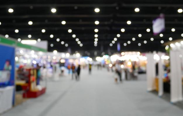 Unscharfer hintergrund der allgemeinen halle der ereignisausstellungs-show, geschäftsmesse. Premium Fotos