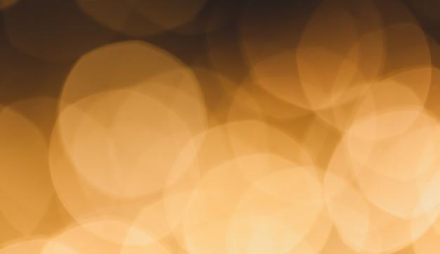 Unscharfer hintergrund von farbigen gelben lichtern. Premium Fotos