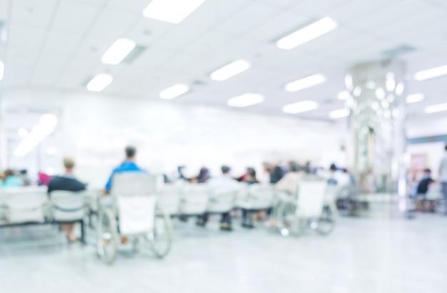 Unscharfer innenraum des krankenhauses oder klinisches mit leuten - abstrakter medizinischer hintergrund. Premium Fotos