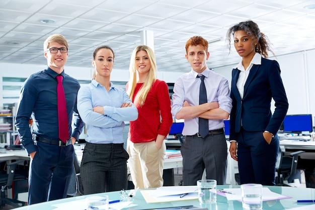 Unternehmensleiter team youg leute im büro Premium Fotos