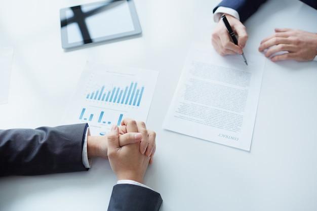 Unterzeichnung neuer Business-Vertrag | Download der kostenlosen Fotos