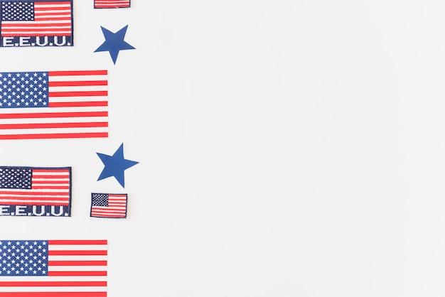 Usa-flaggen auf blauem hintergrund Kostenlose Fotos