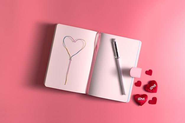 Valentine day-konzept, liebe täglich mit roten herzen auf rosa hintergrund Premium Fotos