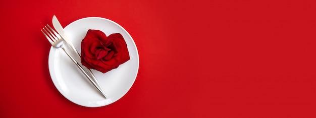 Valentinstag romantisches abendessen glückwunsch. Premium Fotos