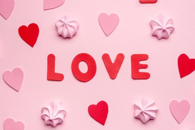 Valentinstagmitteilung mit meringe und herzen Kostenlose Fotos