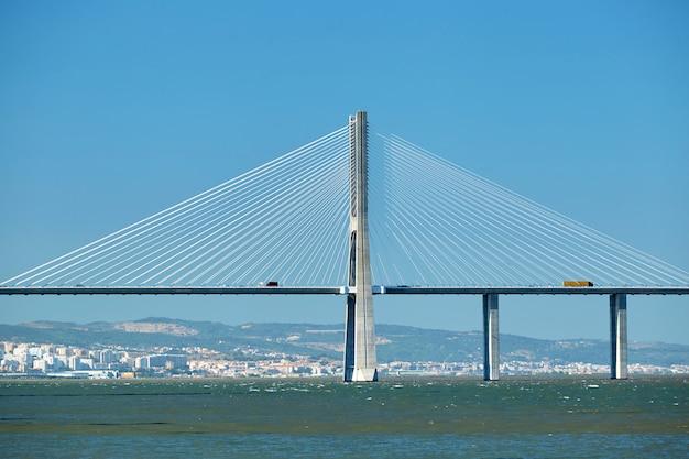 Vasco da gama brücke in portugal Premium Fotos