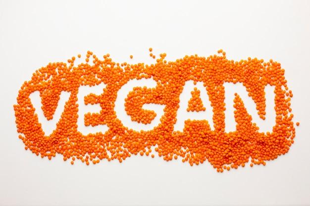 Vegane beschriftung der flachen lage auf weißem hintergrund Kostenlose Fotos