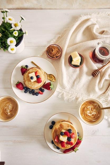 Vegane pfannkuchen mit früchten Kostenlose Fotos