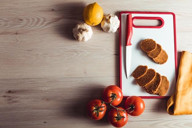 Veganes essen kochen. seitan ist veganes fleisch für veggie-burger Premium Fotos