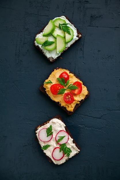 Vegetarische roggenbrot-sandwiches Premium Fotos