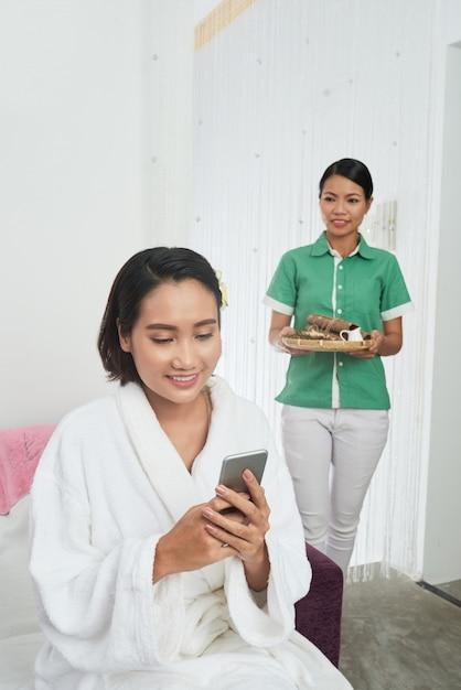 Verbringen sie einen tag im spa-salon Kostenlose Fotos