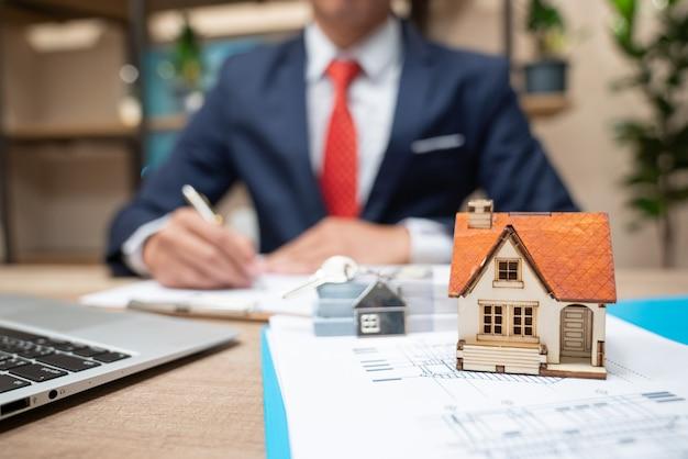 Verkauf oder vermietung von immobilien für geld Premium Fotos