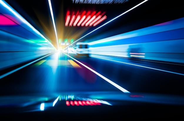Verkehr in einem tunnel Kostenlose Fotos