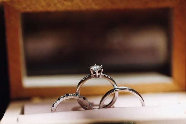 Verlobungs- und eheringe mit edelsteinen Kostenlose Fotos