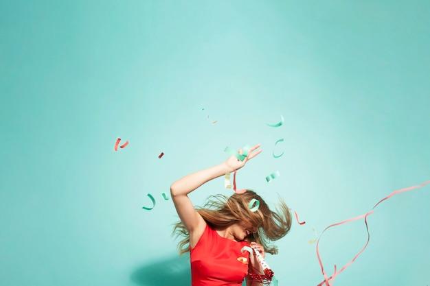 Verrückte party mit konfetti Kostenlose Fotos