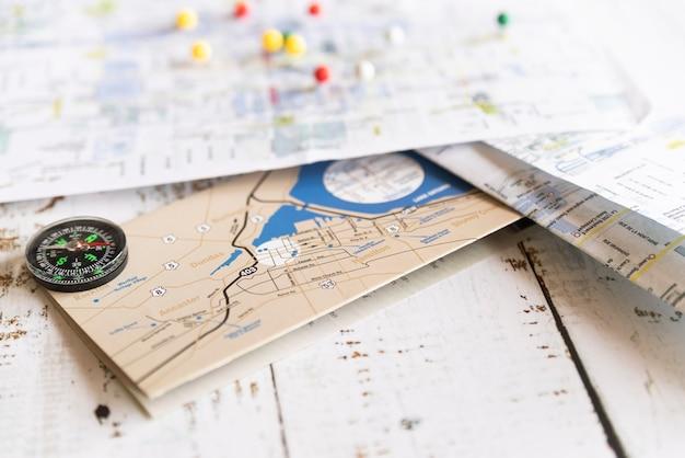 Verschiedene alte und neue karten Kostenlose Fotos