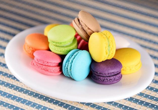 Verschiedene arten von macarons, französischen macarons oder macarons Premium Fotos