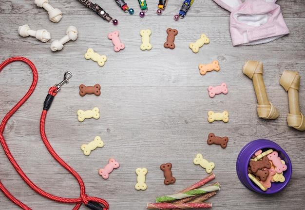 Verschiedene hundepflegegeräte mit leckereien Kostenlose Fotos