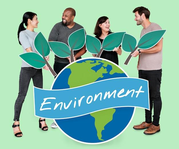 Verschiedene leute mit umwelterhaltungskonzeptikonen Kostenlose Fotos