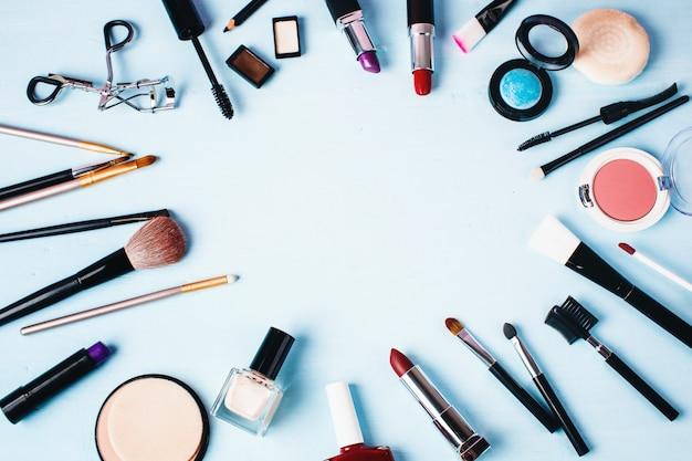 Verschiedene make-up- und beauty-produkte. Premium Fotos