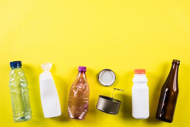 Verschiedene müllmaterialien für recycling, recycling, umwelt und eco-konzept Premium Fotos