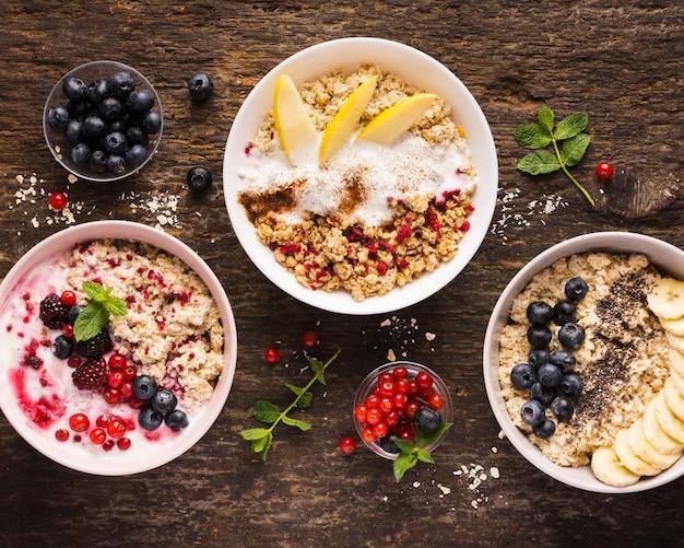 Verschiedene schalen mit natürlichen, gesunden desserts Kostenlose Fotos