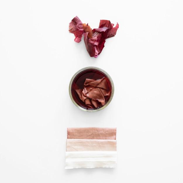 Verschiedene tücher mit natürlicher pigmentzusammensetzung gefärbt Kostenlose Fotos