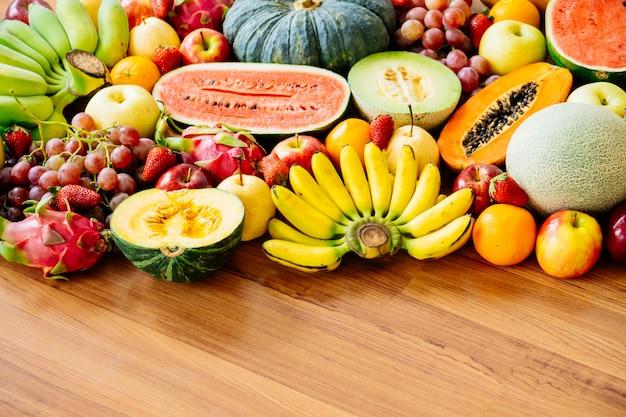 Verschiedene und gemischte früchte Kostenlose Fotos