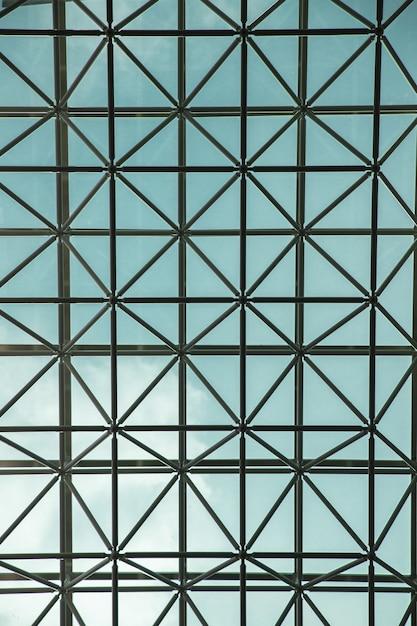 Vertikale aufnahme der glasdecke eines modernen gebäudes in seoul, südkorea Kostenlose Fotos